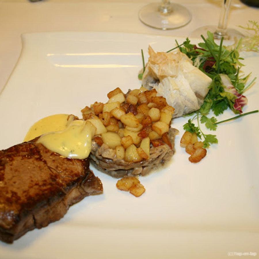 Rundtournedos op duxelle van champignons, béarnaisesaus en buideltje met oesterzwammen