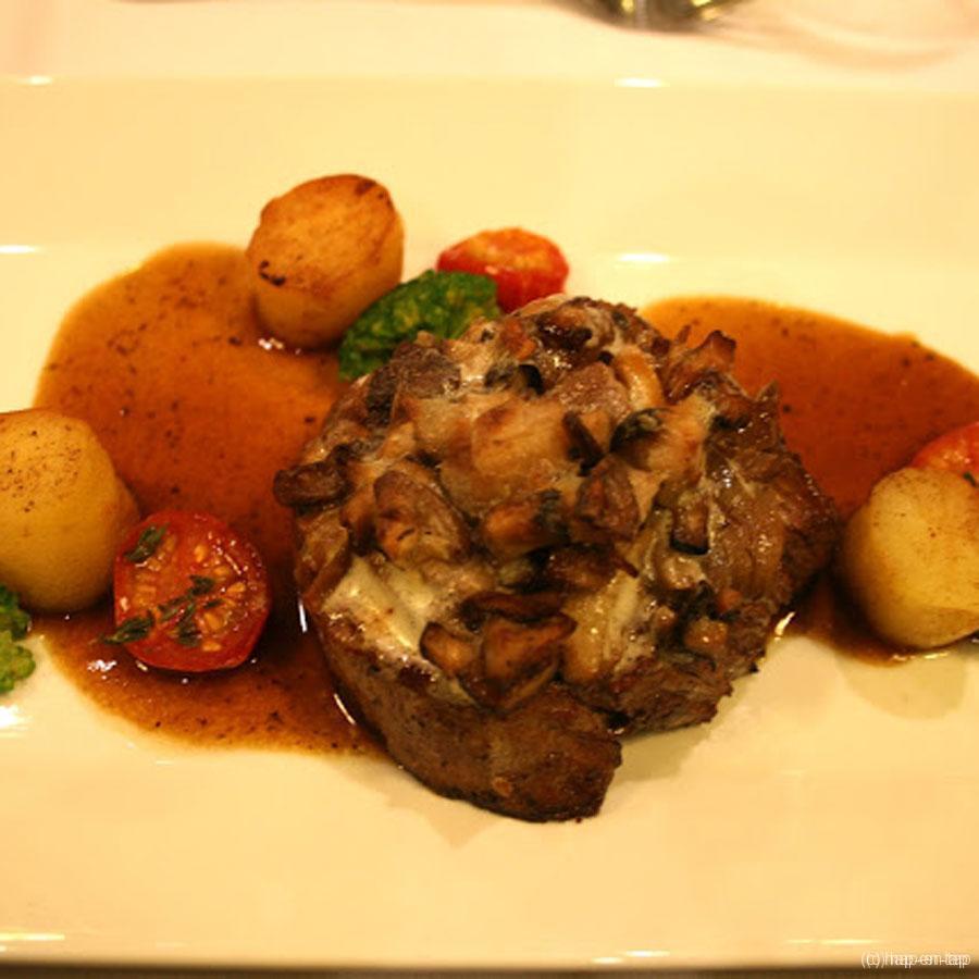 Rundtournedos met champignons geglaceerd en gesauteerde Ratte-aardappelen
