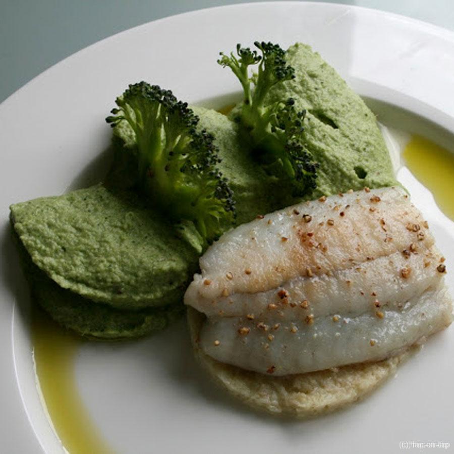 Gebakken tarbot, 'couscous' van bloemkool, broccoli en groene olie