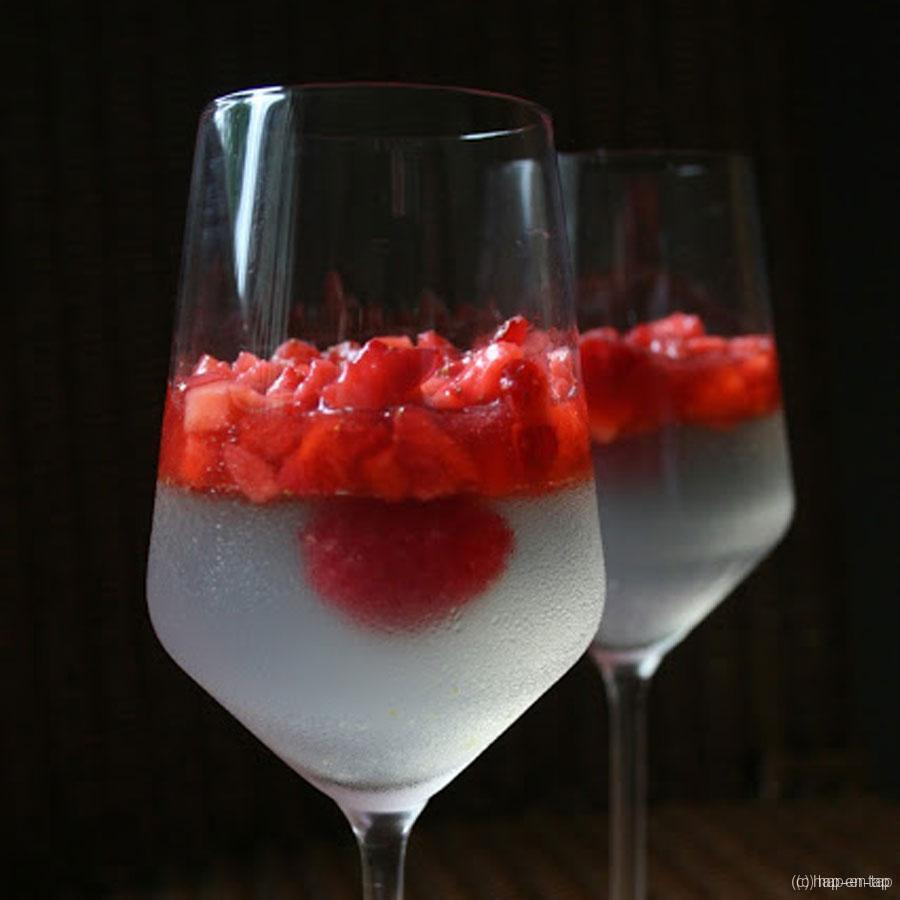 Gelei van Schweppes met gemarineerde aardbeien