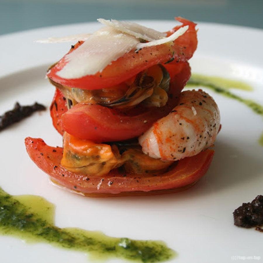 Tarte tatin met gekonfijte tomaten, langoustines en Zeeuwse mosseltjes