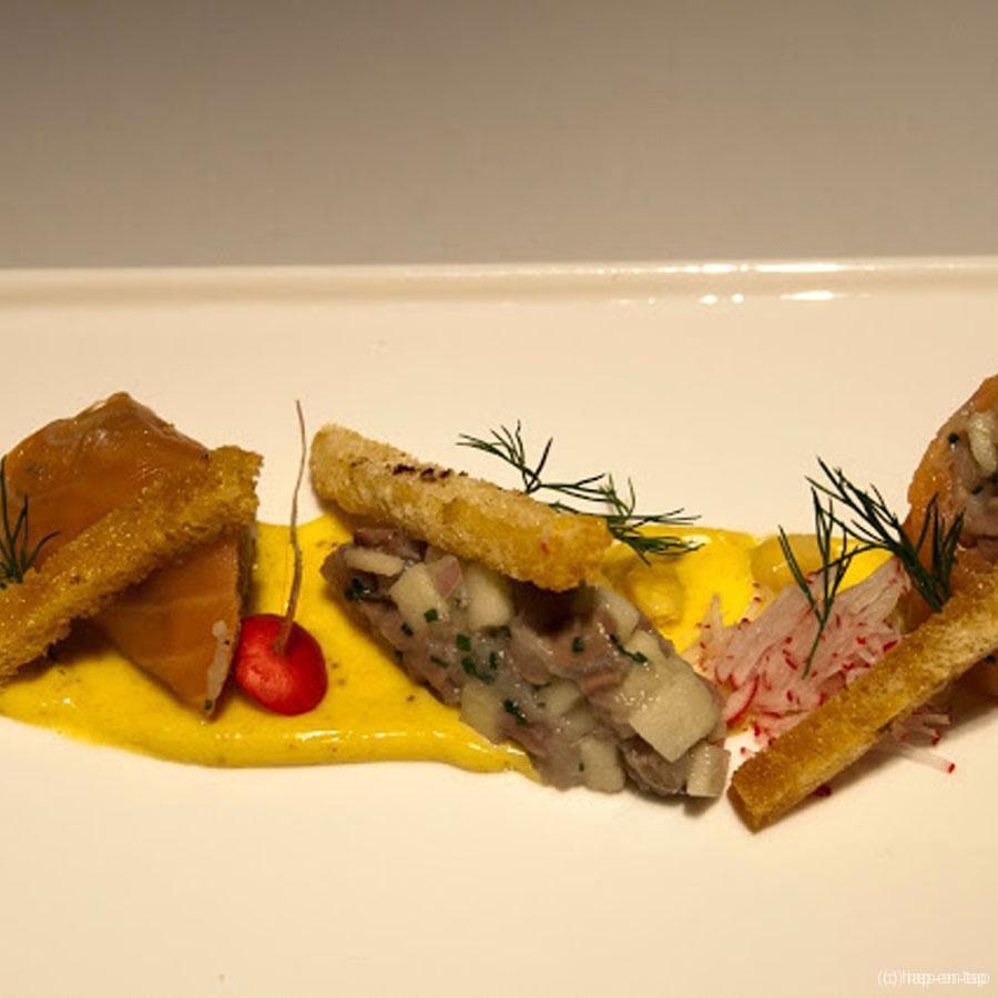 Sushi van gerookte zalm met nieuwe maatjes