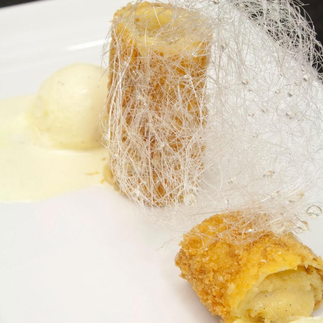 Frangipannenkoek, vanille roomijs, suikerspin