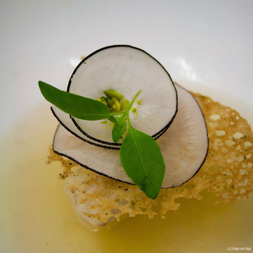 Botervis, Thaise saus, daikon, limoen krokant