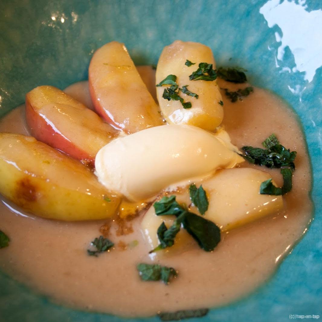 Gedraaide appeltjes, mandarijnsorbet, amandelcrumble