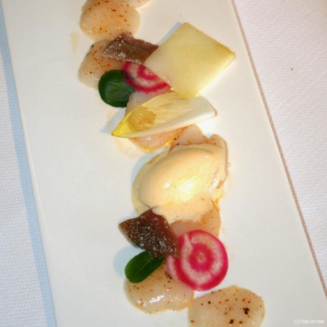 Sint-jacobsvruchten, olijfolieijs, espelettezout