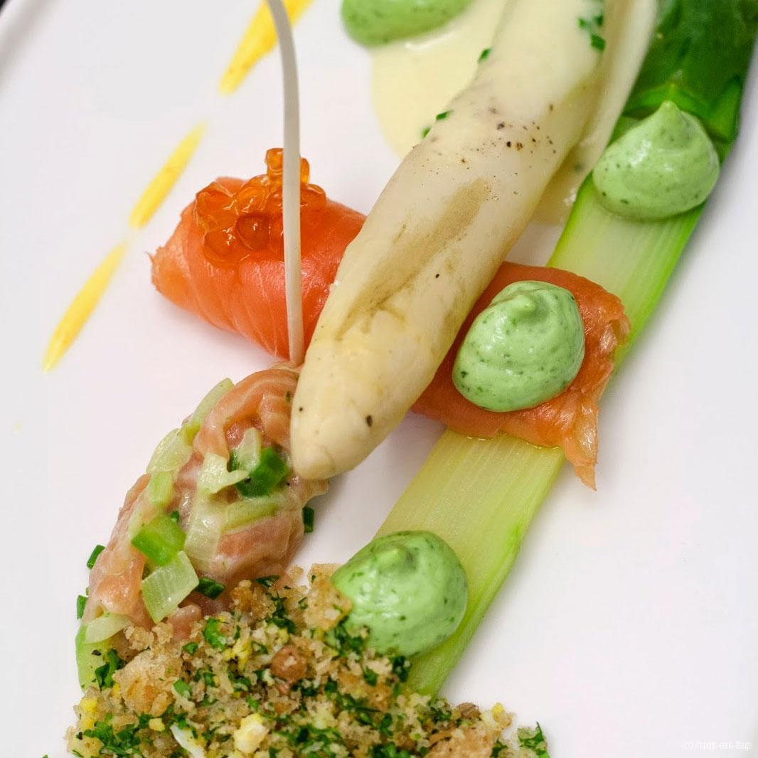 Mechelse asperges, gerookte zalm, Hollandse saus