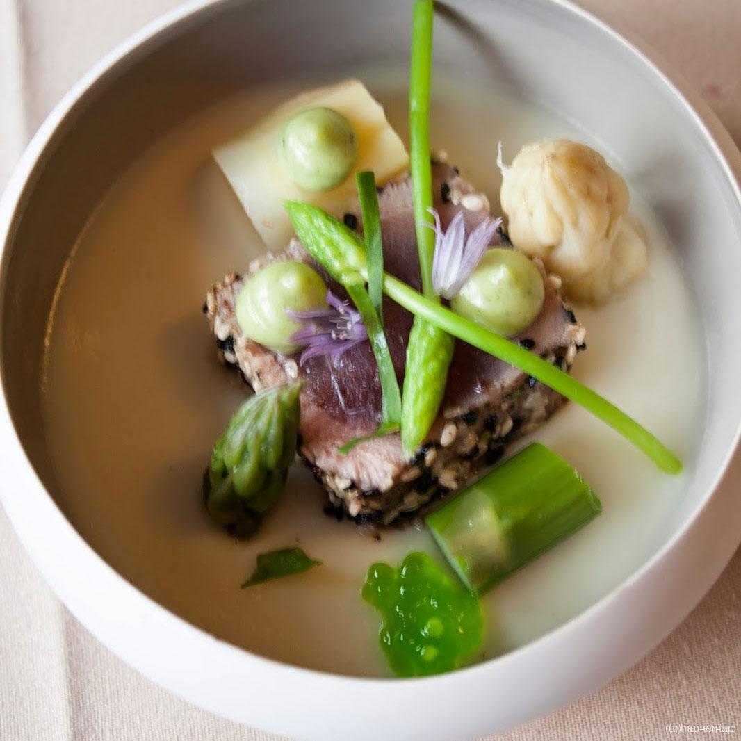 Kort gebakken tonijn, aspergemousse, asperges