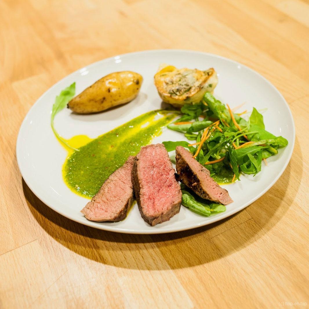 Tagliata van rund, chimichurri/Florette saus, scarpaccia van Florette en Ratte aardappelen met gekonfijte look