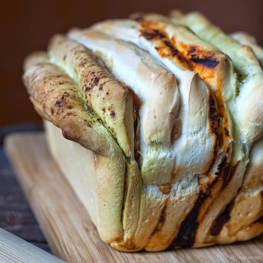 Zuiders brood met pesto, parmaham en pomo e peperoni