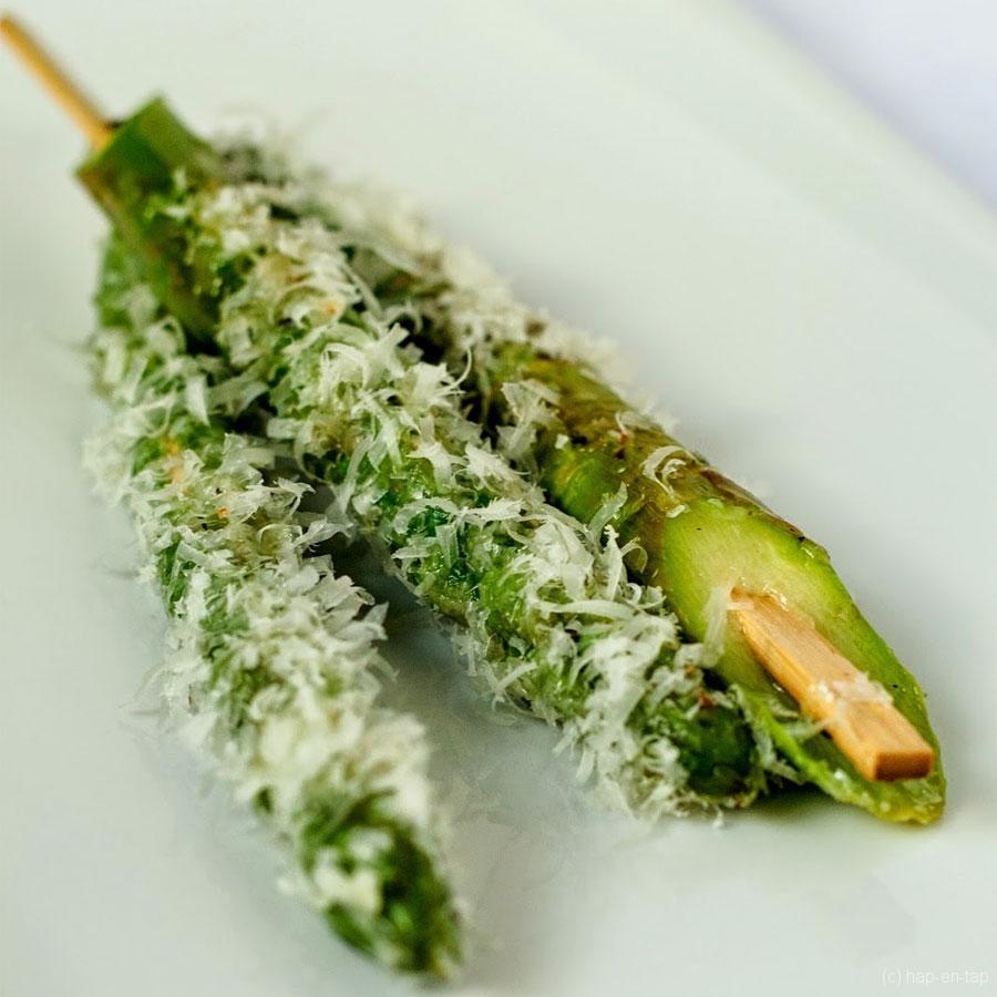 Groene asperges met parmezaan – Knack Weekend #3