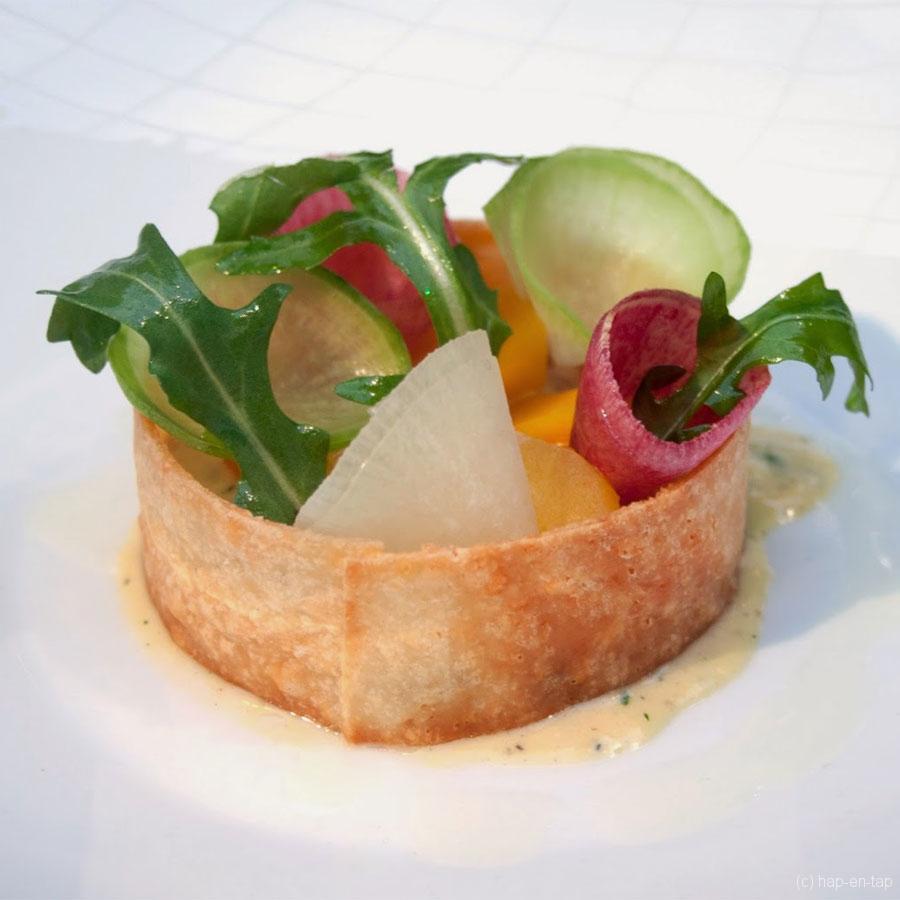 Timbaaltje van gekookte groenten met Badoit en crème Anchovy