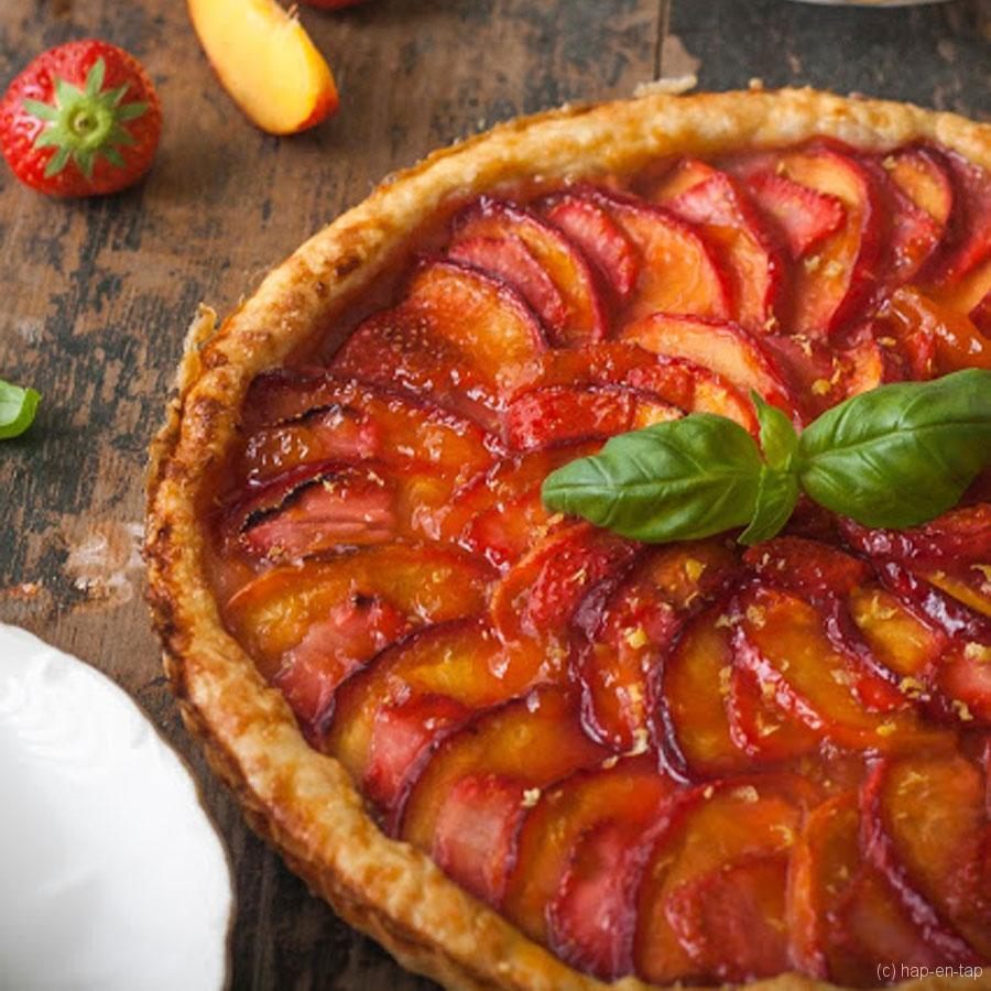 Galette met aardbeien en nectarines
