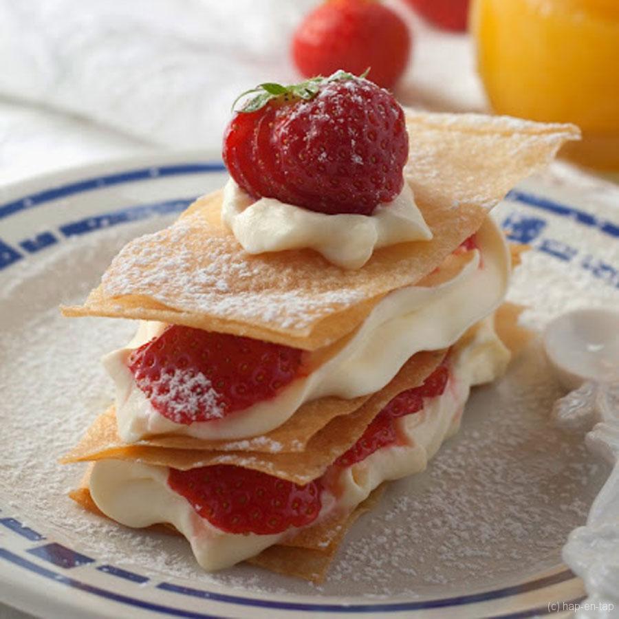 Millefeuille met aardbeien en lemoncurd espuma