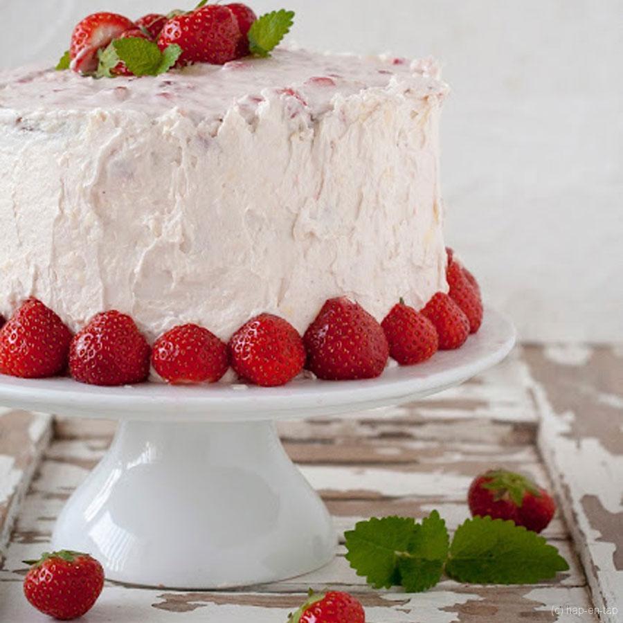 Goddelijke laagjestaart met aardbeien