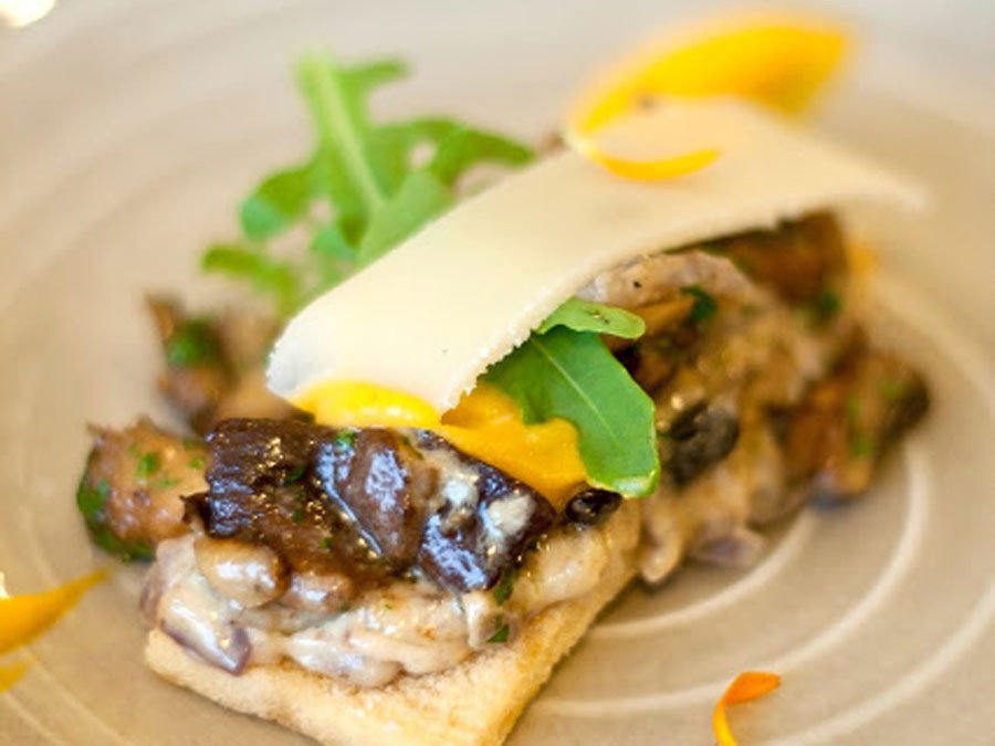 Toast champignons, soubise, mousse van gekookte ham