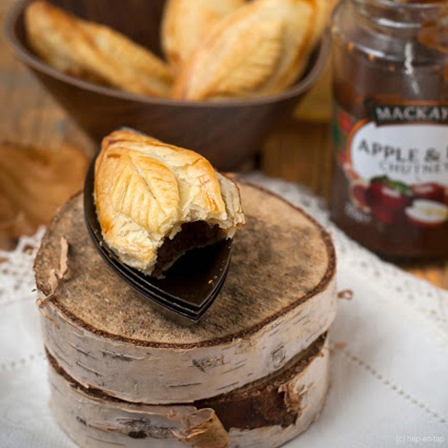 Pasteitje met appel- en vijgenchutney en zwarte pens