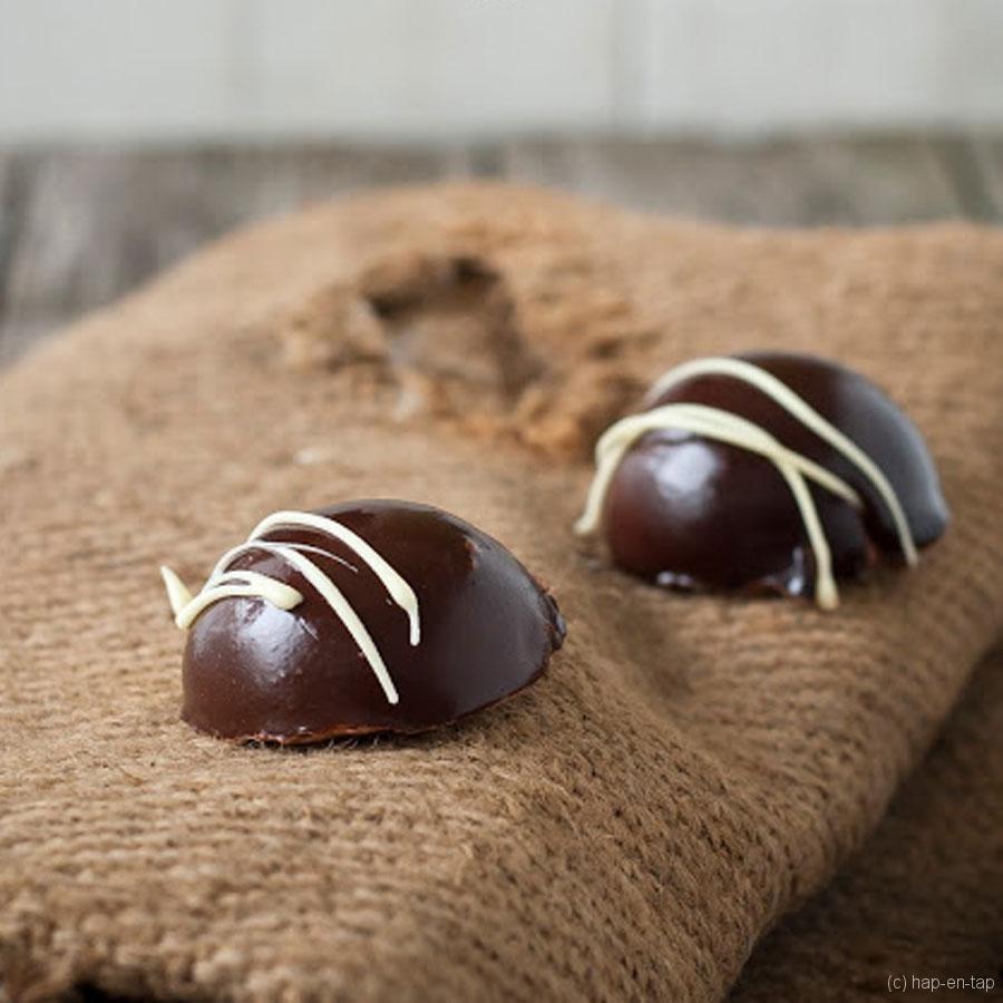 Chocolade bombe, koffiemousse, crispy bodem