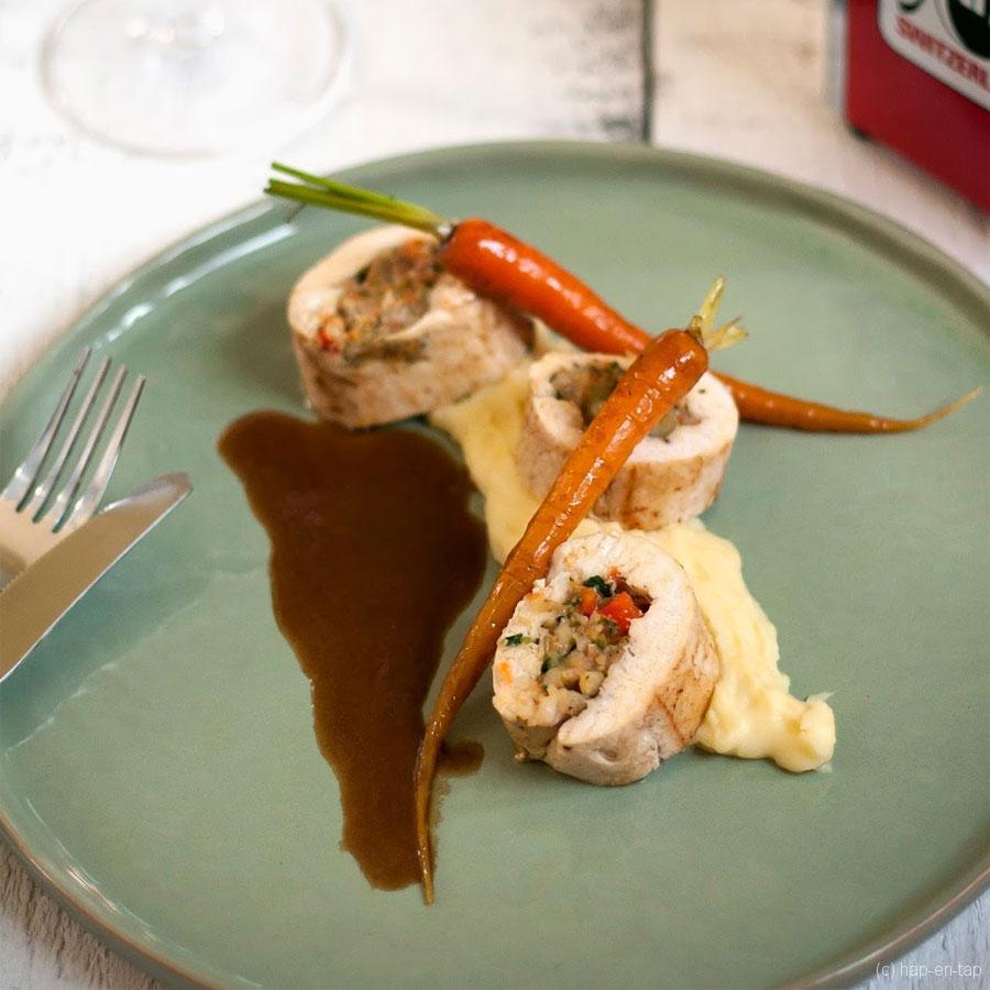 Kiprollade met Emmentaler AOP, gekonfijte worteltjes en puree