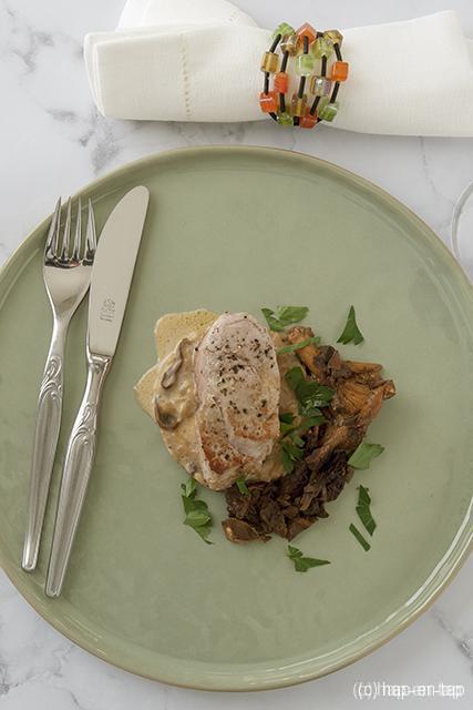 Varkenshaasje met paddenstoelenrisotto en salie-pepersaus