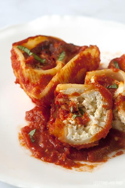 Pastaschelpen met drie kazen en tomaten soffrito