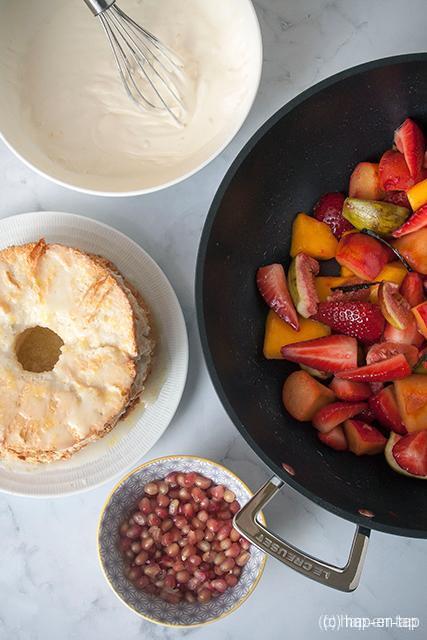 Citroen Angel Food Cake met gewokt fruit