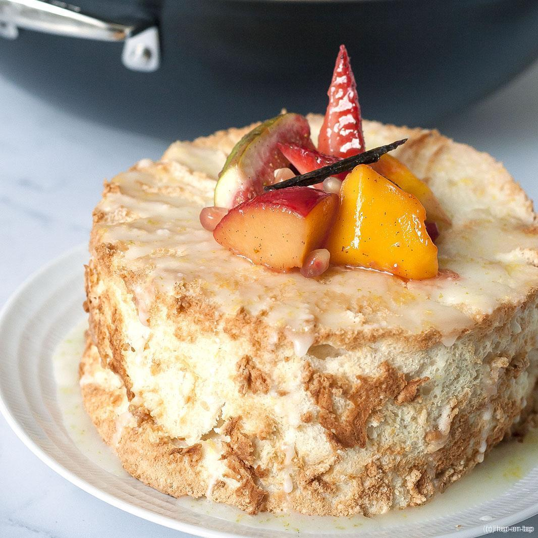 Citroen Angel Food Cake met gewokt fruit