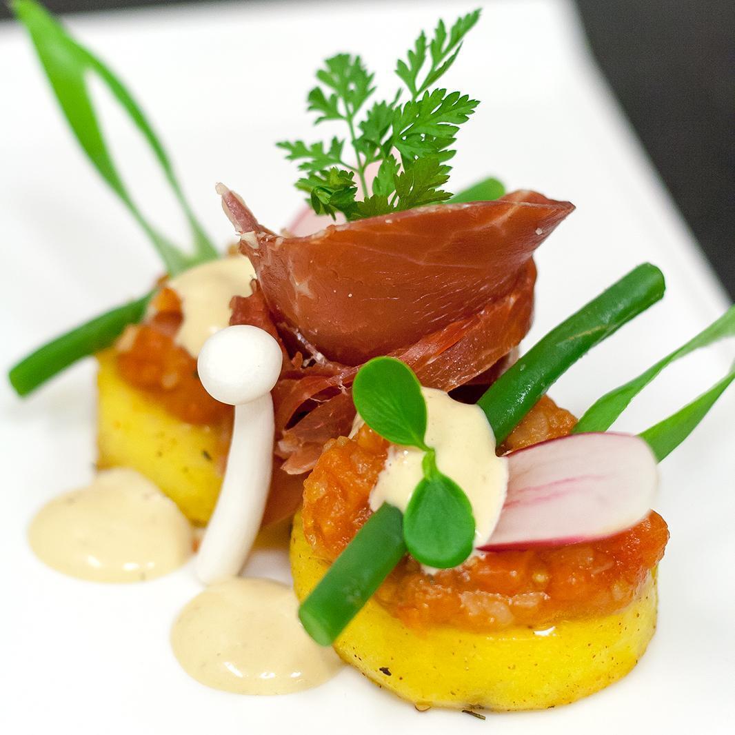 Gekonfijte aardappel, Iberico ham en tomatencompote