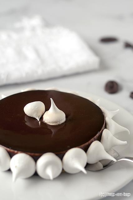 Chocoladetaart met meringue en bloedappelsien