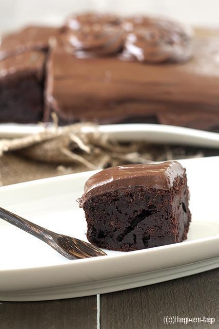 http://www.carolabaktzoethoudertjes.nl/2015/06/smeuige-chocoladecake-met-mayonaise-en-html/