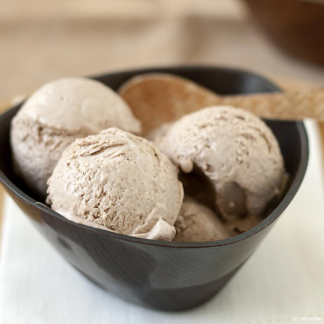 Roomijs van hazelnootpasta (zonder ijsmachine)
