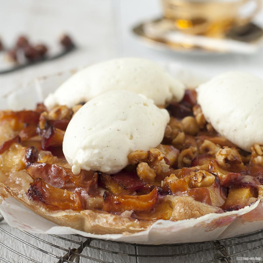 Tartelette met perzik, hazelnoot & vanille