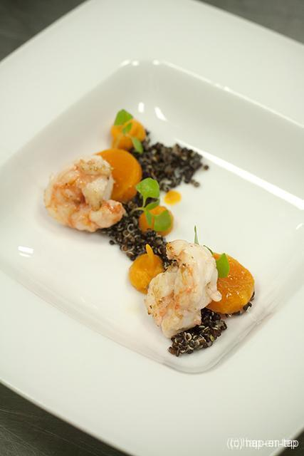 Gebakken langoustines, zwarte quinoa, butternut pompoen en citroengras