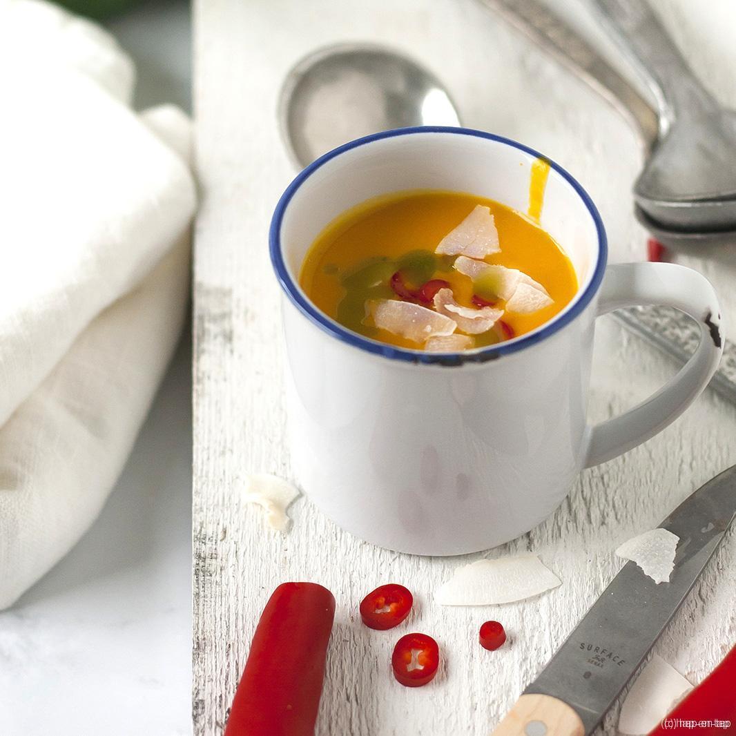Pompoensoep met korianderolie en kokos