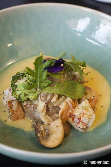 Fricassé van kreeft met Thaise curry, broccoli & champignons