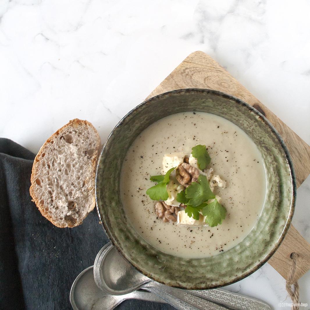 Bloemkool, peer en blauwe kaas soep