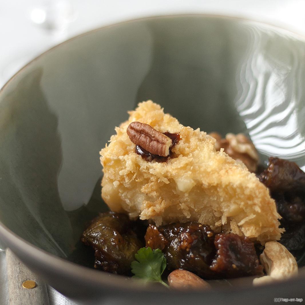 Brie-notenkroketje met vijgencompote en lauwe Luikse siroop