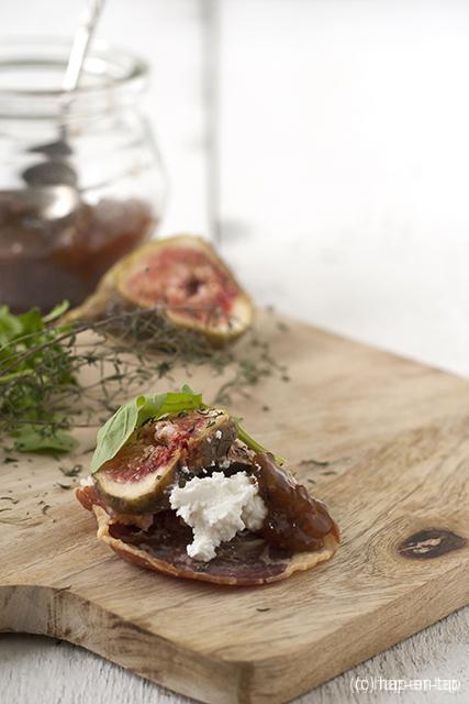 Pancetta krokantje met geitenkaas en vijgen