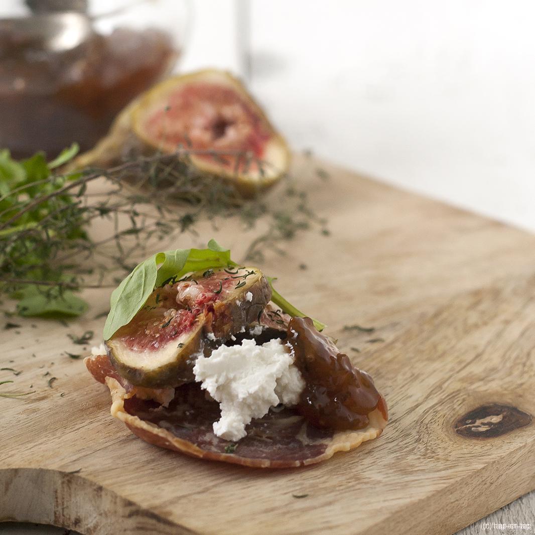 Pancetta krokantjes met geitenkaas en vijgen