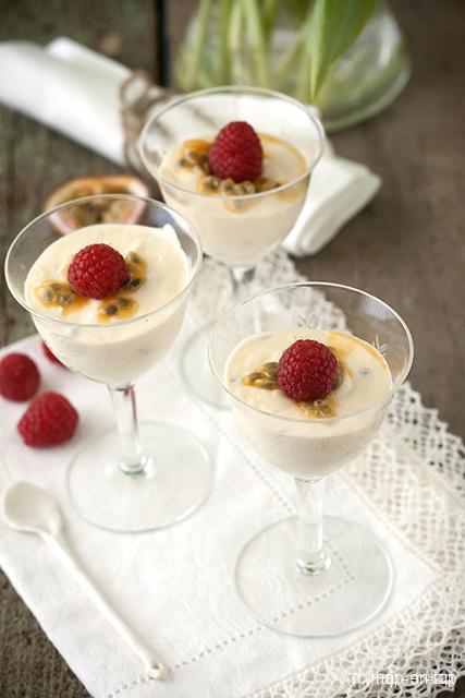 Witte chocolade en passievruchten mousse
