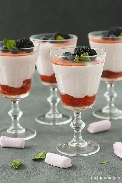Marshmallowmousse met aardbeien