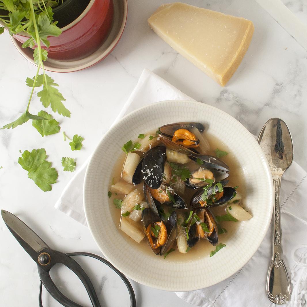 Soepje met mosselen, asperges, look en peterselie