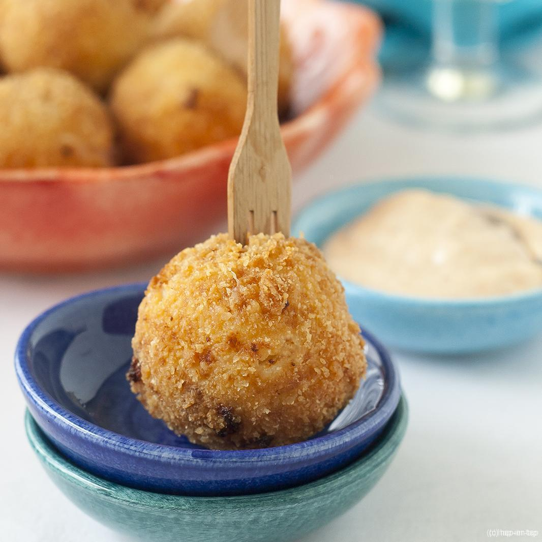 Croquetas de jamón serrano y queso manchego