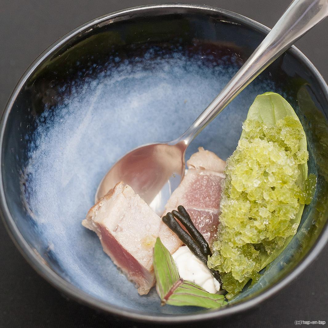 Gegrilde tonijn, granité van basilicum
