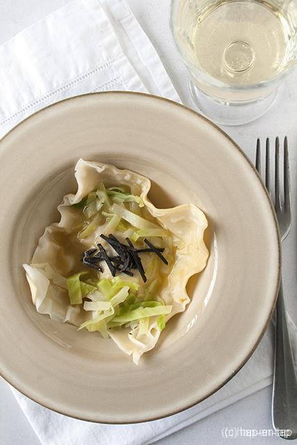 Ravioli met langoustines en truffel, groene kool