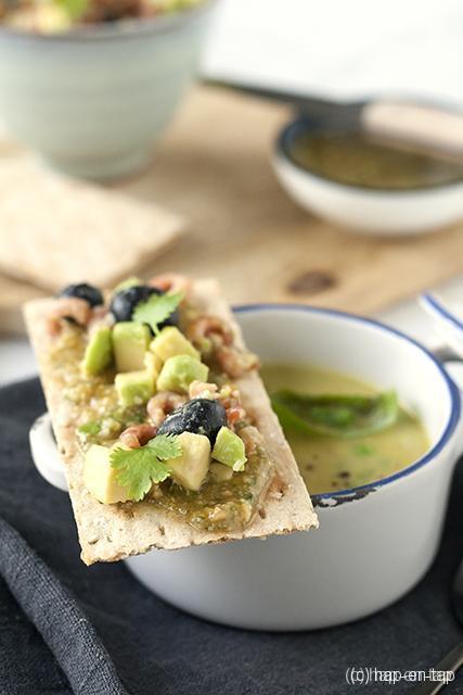 Groene aspergesoep met basilicum, fruitige cracker