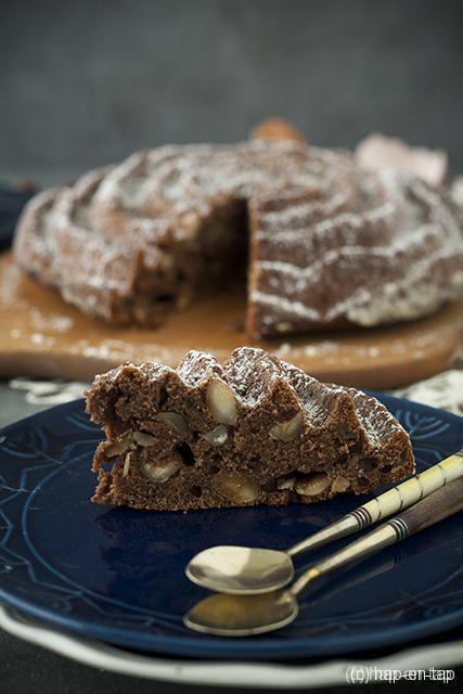 Cake met chocolade en hazelnoten
