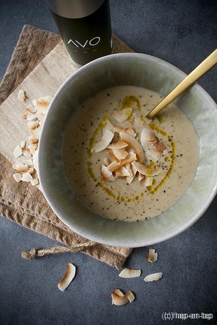 Soep van geroosterde bloemkool, kokos en ras el hanout