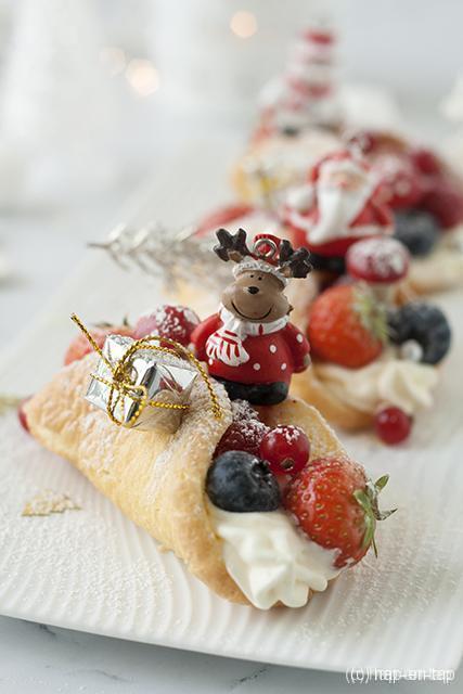 Gevulde sponscakejes met rood fruit