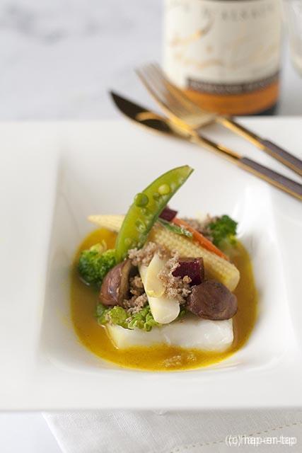 Heilbot met groenteallerhande, volkorenbrood en kerriesaus